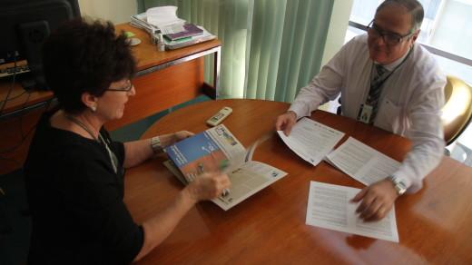 RRAF0017 | Assessor técnico do PV, Alekssandro Sitonio, e Terezinha Sperandio, Secretária Executiva da AMUSUH